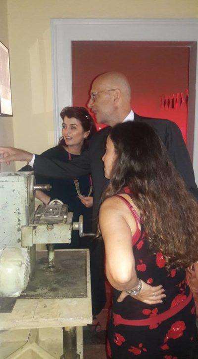 Drejtoresha e Muzeut, znj. Etleva Demollari dhe ambasadori i italian duke vizituar muzeun
