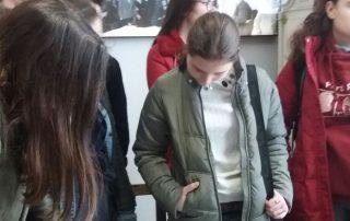 foto e nxenesve te shkolles fan noli gjate vizites ne muze